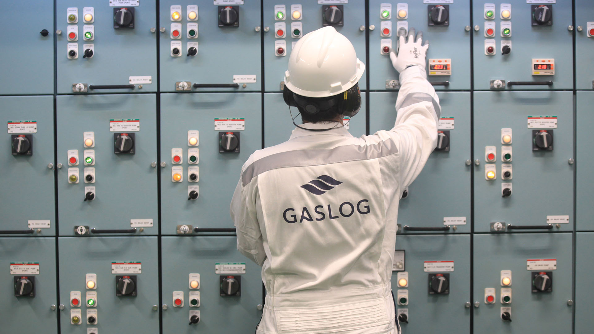 "img-src""1920×1080-backround.jpg""-alt""Gaslog-operating"""
